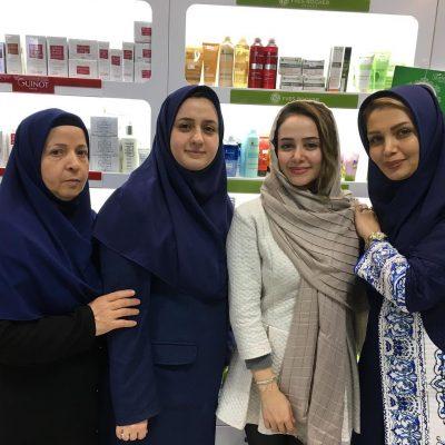 الناز حبیبی در فروشگاه ستاره فرهنگ