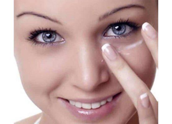 طرز استفاده از کرم دور چشم